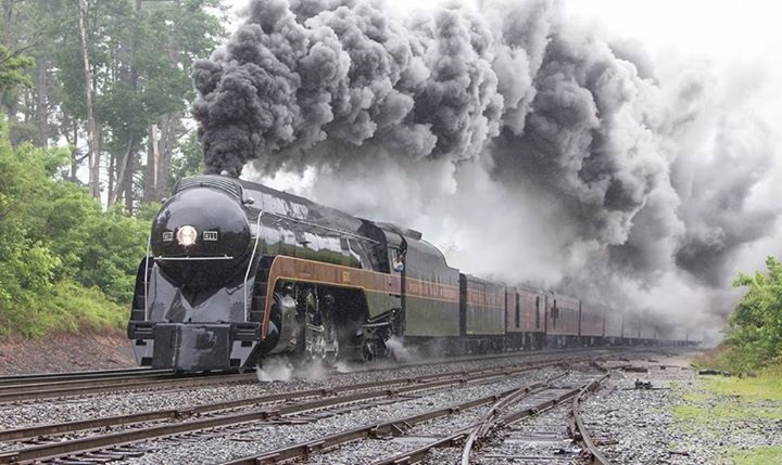 Train 611 in curve