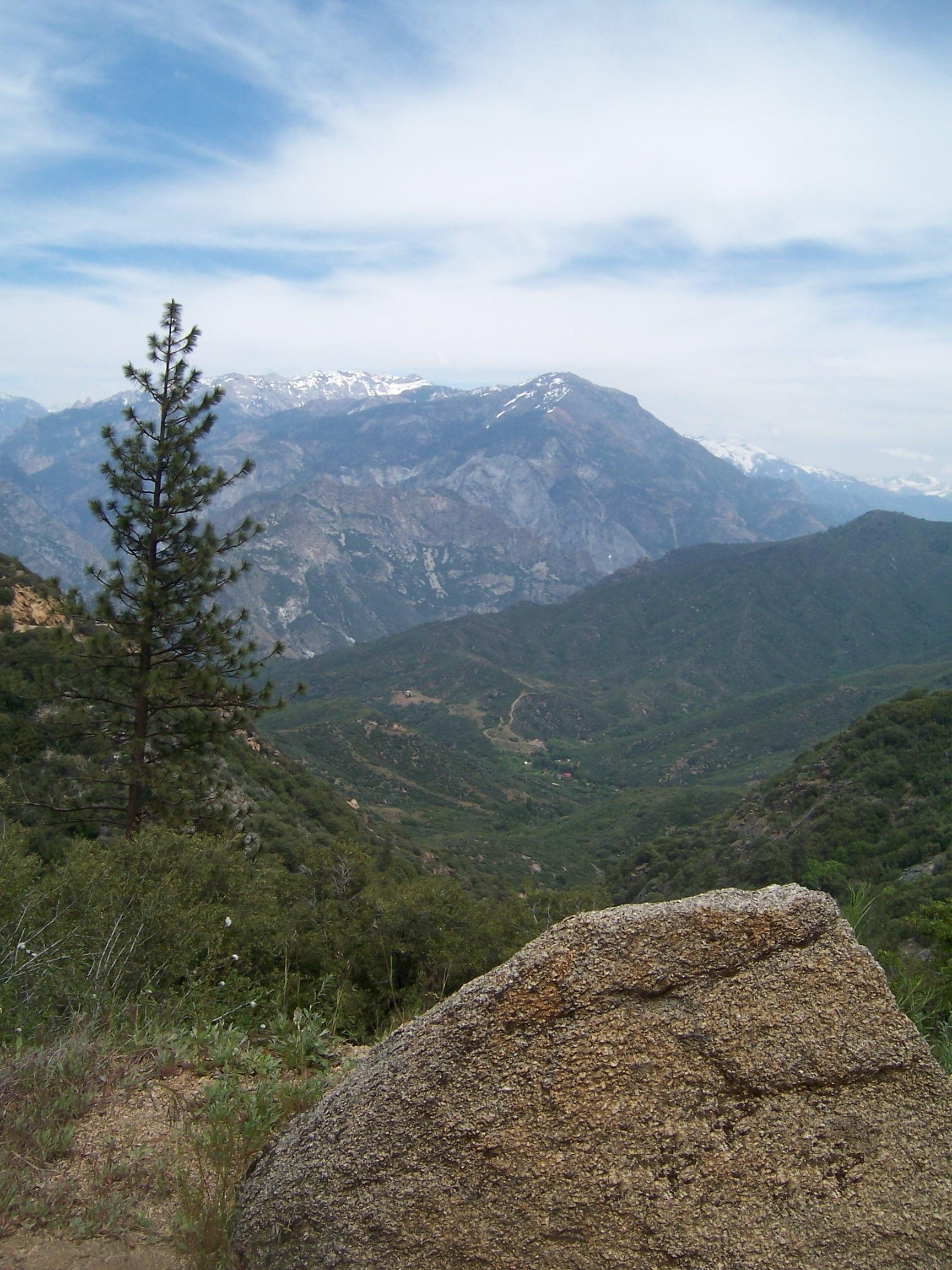 Yosemite mountain view vertical 100_3480