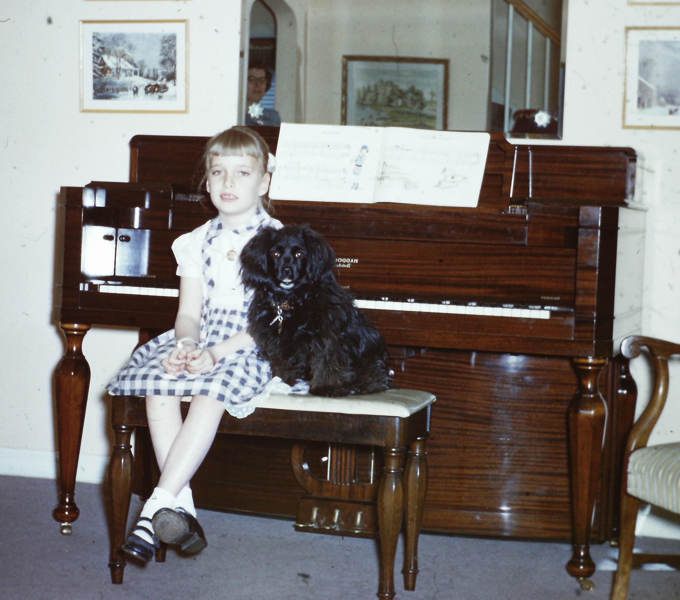 linda-with-tippy-at-piano