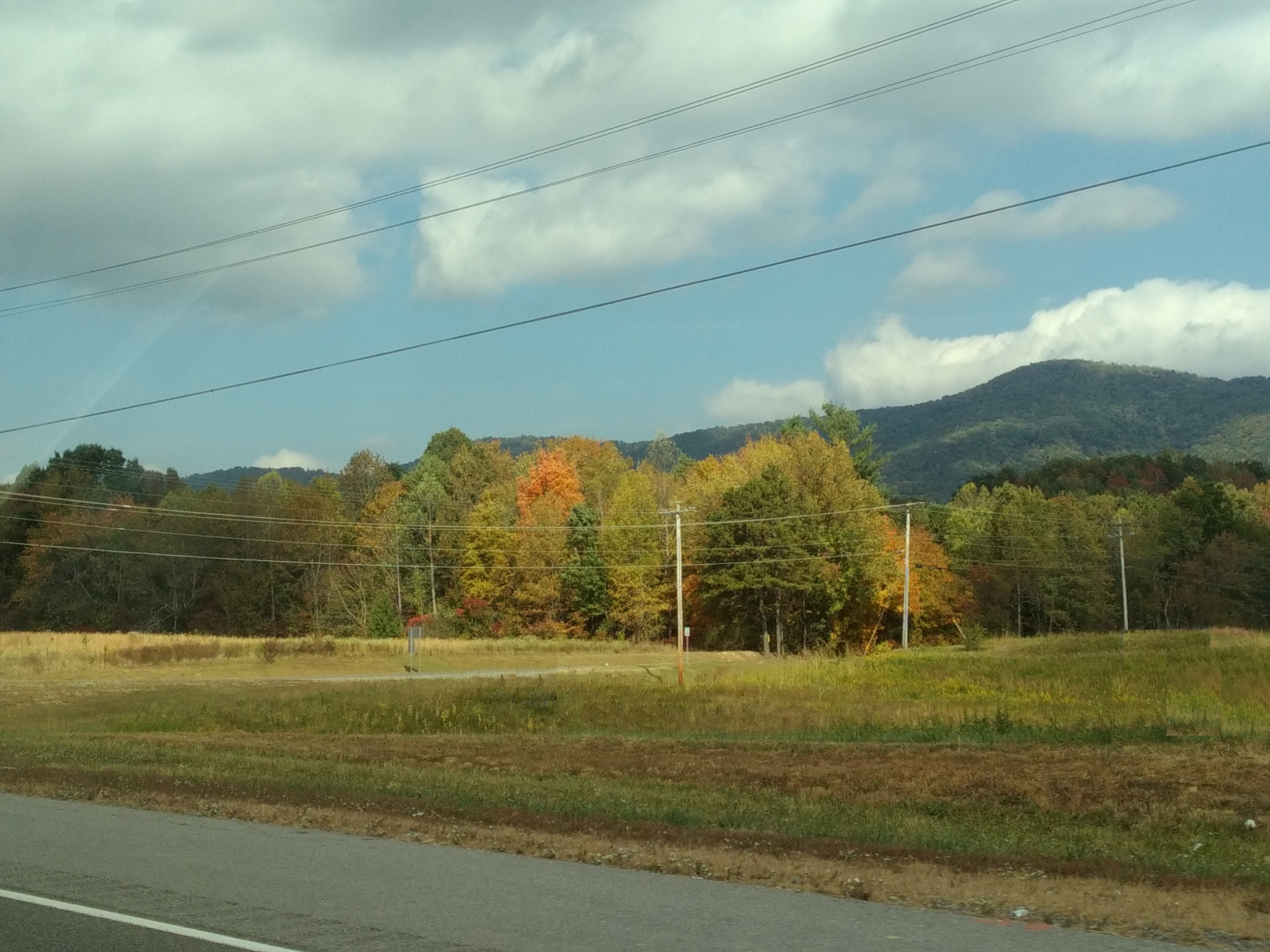 east-tennessee-vista-with-colorful-leaves