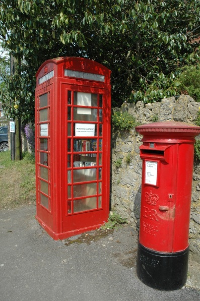 watshfield-book-swap-repurpose-phone-booth-in-england