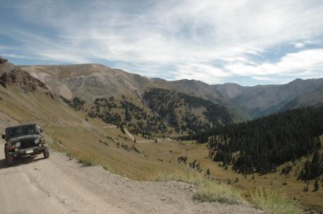 colorado-shelf-road-and-vista