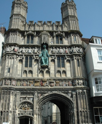 canterbury-the-archway-into-the-church-property