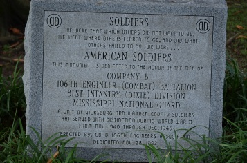 Monument to american soldiers outside vicksburg old courthouse