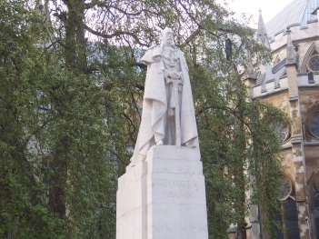 England - Monument to King George V